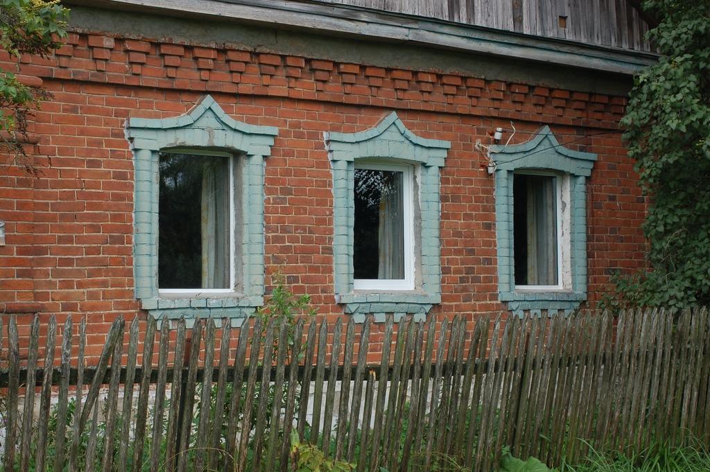 Окна. Результат установки. Вид на три окна с улицы.